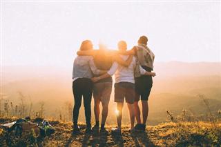 Tại sao khi trưởng thành, bạn bè lại ngày càng xa nhau?